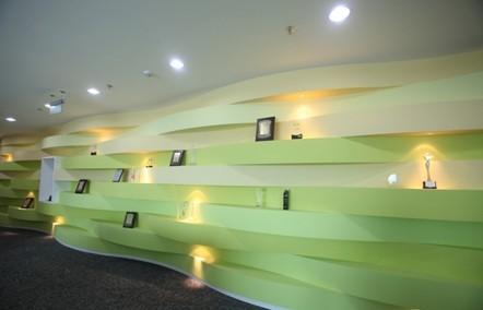 荣誉墙设计效果图-开心网的办公环境